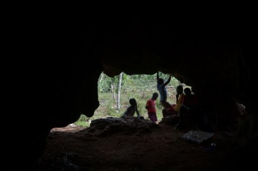 Une grotte où se réfugient des habitants de Fond Rouge en Haïti, quand la pluie pénètre leurs cabanes de tôles et de bois, le 30 mars 2017 © HECTOR RETAMAL AFP
