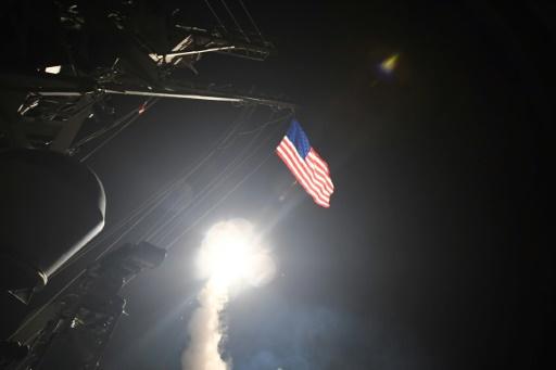 Photo fournie par la Marine américaine d'un missile Tomahawk tiré depuis le navire USS Porter lors d'une opération militaire américaine contre une base aérienne syrienne, le 7 avril 2017 © Ford WILLIAMS US NAVY/AFP