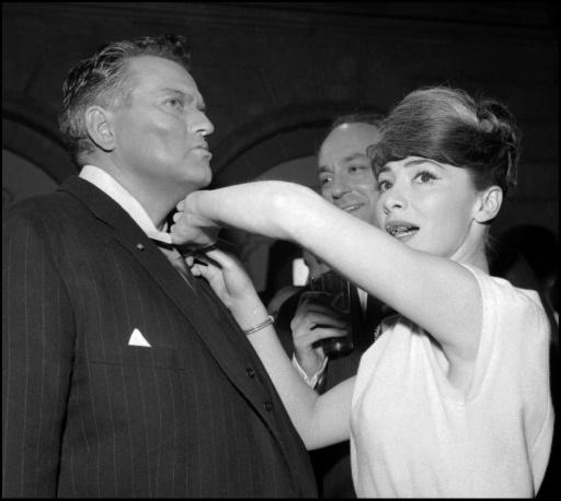 Photo non datée de l'actrice française Juliette Gréco et d'Orson Welles à Paris © STAFF AFP/Archives
