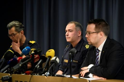 Jan Evensson, chef de la police régionale, Jonas Hysing, chef de la police nationale, et Johan Olsson, chef des renseignements à Stockholm le 9 avril 2017 © Maja SUSLIN TT NEWS AGENCY/AFP