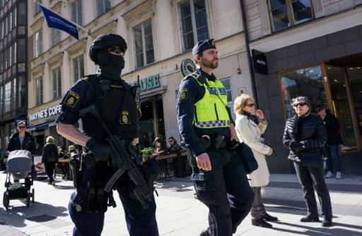 Des policiers patrouillent à Stockholm le 9 avril 2017 © Jonathan NACKSTRAND AFP