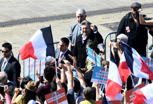 Jean-Luc Mélenchon et ses partisans avant le meeting sur le vieux port de Marseille, le 9 avril 2017 © boris HORVAT                         AFP