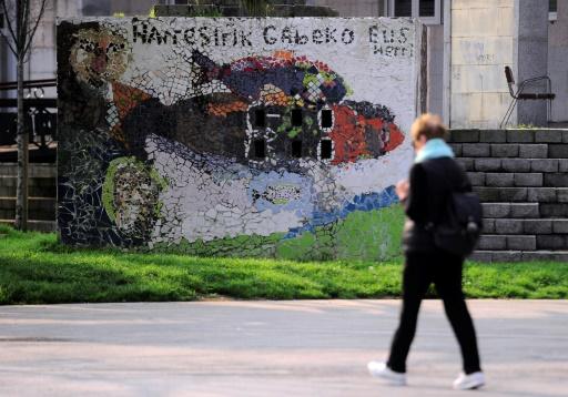 """Un graffiti avec une inscription en basque """"Nous voulons un pays basque sans murs"""" à Errenteria, en Espagne, le 6 avril 2017 © ANDER GILLENEA AFP"""