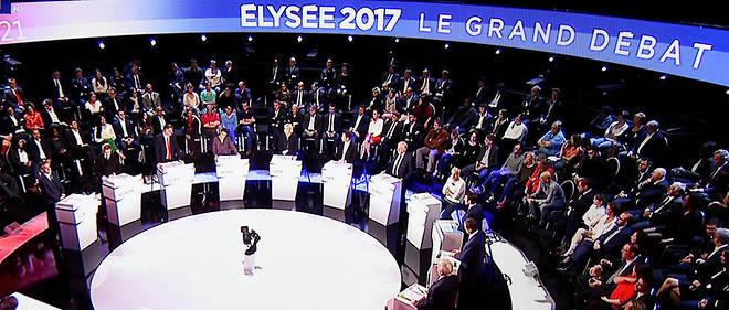 La campagne présidentielle la plus baroque de l'histoire de la République française tourne à la farce.