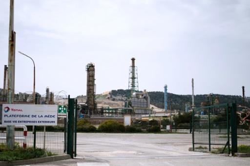 La raffinerie de Total à la Mède, le 16 avril 2015 à Châteauneuf-les-Martigues, dans les Bouches-du-Rhône © BERTRAND LANGLOIS AFP/Archives