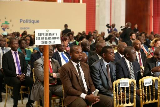 Des représentants des organisations syndicales assistent à l'ouverture du dialogue politique, le 28 mars 2017 au palais présidentiel à Libreville, au Gabon © STEVE JORDAN AFP/Archives