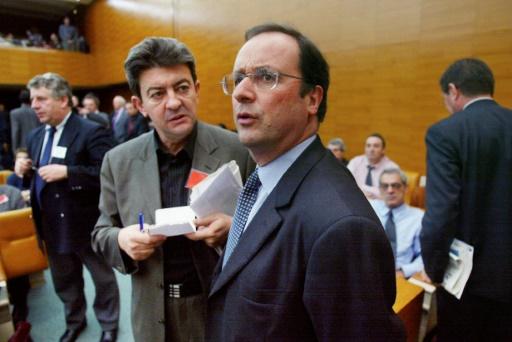 Le président François Hollande, alors Premier secrétaire du PS (d) et le candidat de La France insoumise à la présidentielle, Jean-Luc Mélenchon, alors ministre de l'Enseignement professionnel sortant, à l'Assemblée le 7 mai 2002 © PHILIPPE DESMAZES AFP/Archives