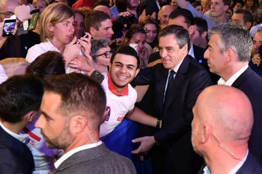 François Fillon, candidat les Républicains à la présidentielle, salue ses supporteurs lors d'un meeting à Perols, près de Montpellier, le 14 avril 2017 © Pascal GUYOT AFP