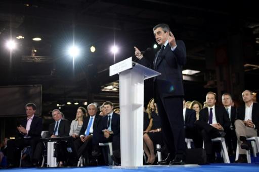 François Fillon prononce un discours devant ses soutiens politiques lors d'un meeting de campagne à la porte de Versailles, à Paris, le 9 avril 2017 © Eric FEFERBERG AFP/Archives