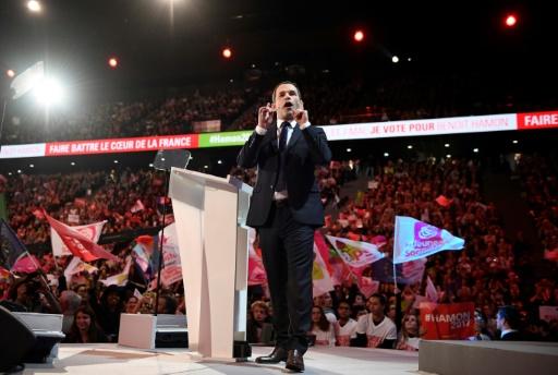 Le candidat du Parti socialiste à la présidentielle Benoît Hamon lors d'un meeting à l'AccorHotêl Arena à Paris le 19 mars 2017 © Eric FEFERBERG AFP/Archives