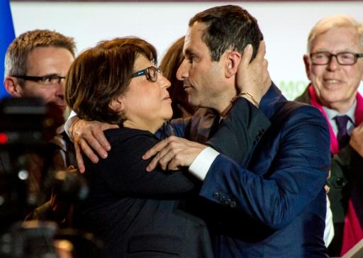 Benoît Hamon (d) au côté de la maire de Lille Martine Aubry, à la fin d'un meeting de campagne à Lille, le 29 mars 2017 © PHILIPPE HUGUEN AFP/Archives