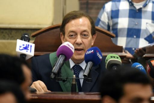Le juge Mohammad Mustafa al-Fiki fait une déclaration lors du procès de la militante égypto-américaine Aya Hijazi, le 16 avril 2017 au Caire © MOHAMED EL-SHAHED AFP