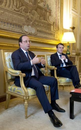 Le président Hollande (g), et le candidat d'En Marche ! Emmanuel Macron, alors secrétaire général adjoint de l'Élysée, le 4 avril 2014 à Paris © ALAIN JOCARD POOL/AFP/Archives