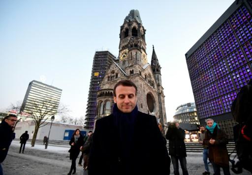 Emmanuel Macron devant l'Église du Souvenir à Berlin, le 10 janvier 2017 © Tobias SCHWARZ AFP/Archives