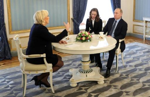 Marine Le Pen rencontrant le président russe Vladimir Poutine  à Moscou, le 24 mars 2017 © Mikhail KLIMENTYEV SPUTNIK/AFP/Archives