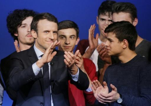 Emmanuel Macron entouré par des supporters, lors d'un meeting à Saint-Priest-Taurion, le 25 février 2017 © PASCAL LACHENAUD AFP/Archives