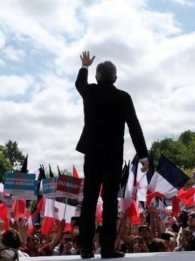 """Jean-Luc Mélenchon, candidat de """"la France insoumise"""" à la présidentielle, s'adresse à ses partisans, le 16 avril 2017 à Toulouse © Eric CABANIS AFP"""