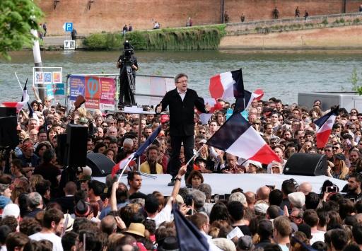 """Le candidat de """"la France insoumise"""" à la présidentielle, Jean-Luc Melenchon, en réunion de campagne à Toulouse, le 16 avril 2017 © Eric CABANIS AFP"""