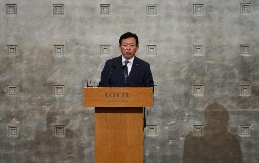 Le président du groupe Lotte, Shin Dong-Bin, lors d'une conférence de presse, le 11 août 2015 à Séoul © Ed JONES AFP/Archives