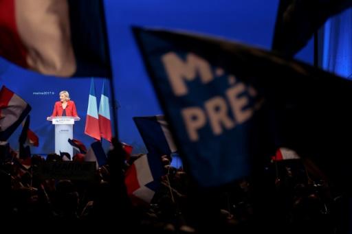 Marine Le Pen, candidate du Front national à la présidentielle, en meeting le 17 avril 2017 à Paris © joel SAGET AFP