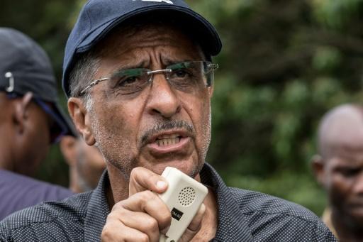Le sénateur socialiste Antoine Karam fait une déclaration après avoir quitté le centre spatial de Kourou occupé, le 5 avril 2017 lors d'un mouvement social en Guyane © jody amiet AFP/Archives