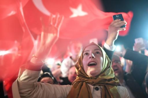 Une supportrice de Recep Tayyip Erdogan le 16 avril 2017 à Istanbul © Bulent Kilic   AFP