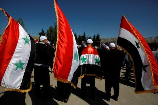Des résidents druzes du village de Massaadeh, manifestent en Syrie pour protester contre l'occupation du plateau du Golan par Israël, le 17 avril 2017 © JALAA MAREY AFP