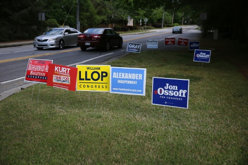 Une pancarte de campagne au nom de Jon Ossoff, candidat démocrate dans l'élection du 6e représentant de Géorgie, à Atlanta, le 15 avril 2017 © JOE RAEDLE GETTY IMAGES NORTH AMERICA/AFP/Archives
