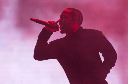 Le rappeur américain Kendrick Lamar se produit sur la scène du festival californien de Coachella, à Indio, le 16 avril 2017 © VALERIE MACON AFP