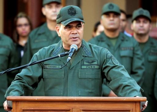Photo de Vladimir Padrino Lopez lors d'une parade militaire à Caracas le 7 janvier 2016, fournie par la présidence vénézuélienne © HO PRESIDENCIA/AFP/Archives