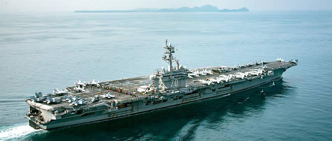 L'USS Carl Vinson franchissant le détroit de la Sonde, en Indonésie, le 15 avril 2017.