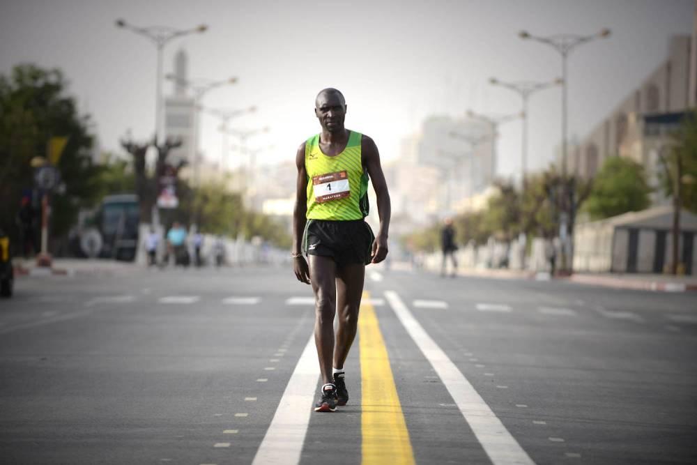 Coureur participant au marathon de Dakar.  ©  Xavier Bourgois
