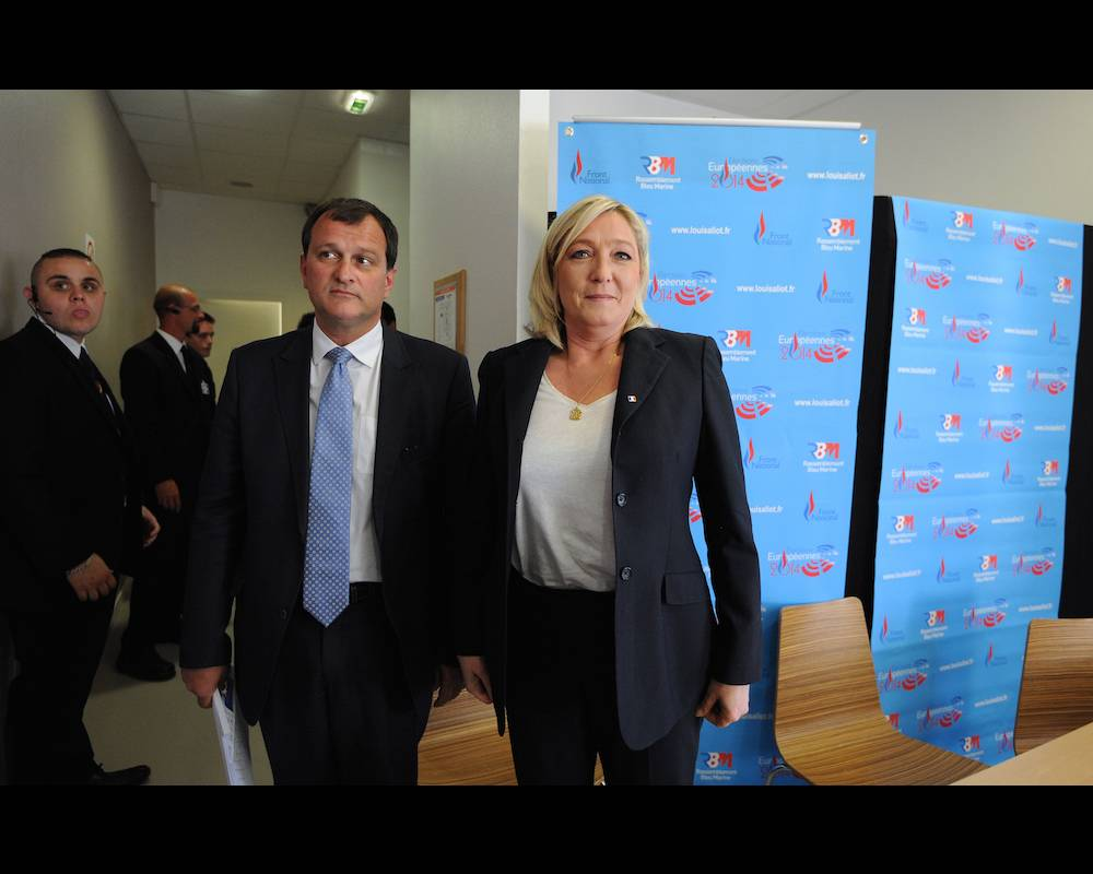 Louis Aliot et Marine Le Pen, respectivement vice-président et présidente du Front national, après une conférence de presse à Béziers en mai 2014.  ©  SYLVAIN THOMAS / AFP
