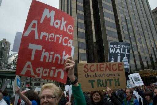 Manifestation à New York pour défendre la recherche, le 22 avril 2017 © Bryan R. Smith AFP