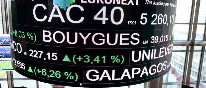 The stock tickers and financial display are pictured at the headquarters of the Pan-European stock exchange Euronext in La Defense district, near Paris, on April, 24, 2017. / AFP PHOTO / ERIC PIERMONT