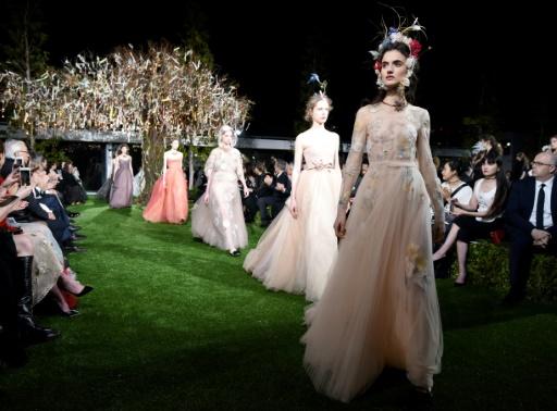 Défilé haute couture organisé à l'occasion de l'ouverture de la nouvelle boutique Dior au Ginza Six, à Tokyo, le 19 avril 2017 © Toru YAMANAKA                     AFP
