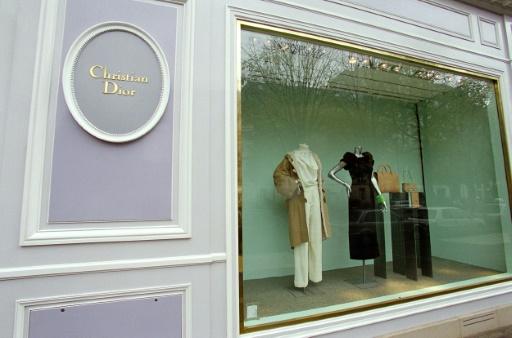La vitrine de la boutique Christian Dior, avenue Montaigne à Paris, le 19 novembre 1999 © JEAN-PIERRE MULLER AFP/Archives