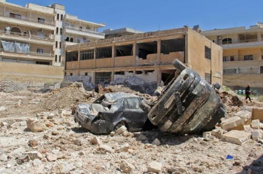 Dégâts après des frappes à Kafr Takharim, au nord-ouest de la Syrie, le 25 avril 2017 © Omar haj kadour AFP