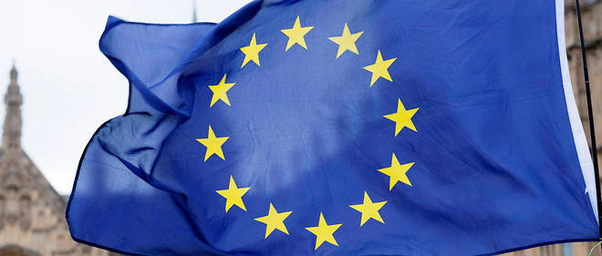 Le drapeau européen flottant dans les rues de Londres.