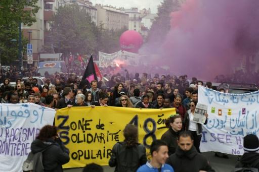 """Une mobilisation """"antifasciste"""" à Aubervilliers (Seine-Saint-Denis) contre la tenue d'un meeting de Marine Le Pen à Paris, le 16 avril 2017 © Zakaria ABDELKAFI AFP/Archives"""