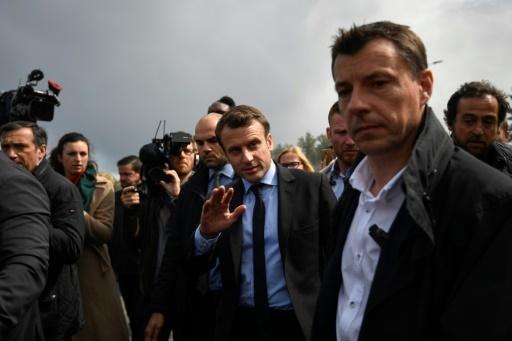 Emmanuel Macron (c), candidat d'En Marche! à la présidentielle, le 26 avril 2017 à Amiens © Eric FEFERBERG AFP