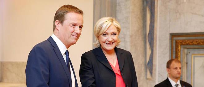 Nicolas Dupont-Aignan et Marine Le Pen ont signé un accord de gouvernement.