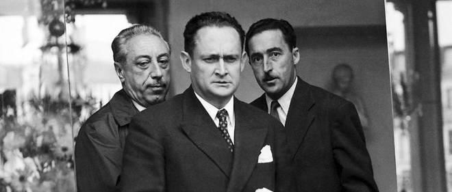 État critique. Le président du Conseil Maurice Bourgès-Maunoury (premier plan) veut un nouveau statut sur l'Algérie. Il est désavoué fin septembre 1957.