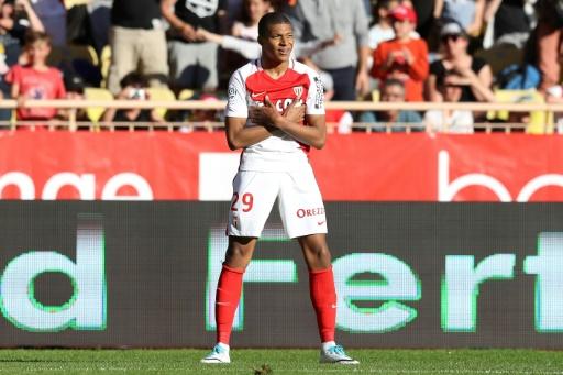 L'attaquant de Monaco Kylian Mbappé fête un but contre Toulouse, le 29 avril 2017 à Louis-II © VALERY HACHE AFP