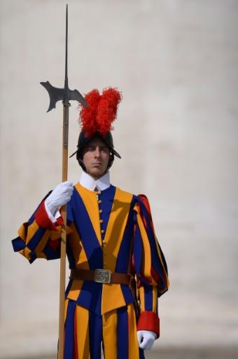 Un Garde suisse au Vatican le 5 avril 2017 au Vatican © Filippo MONTEFORTE                   AFP/Archives