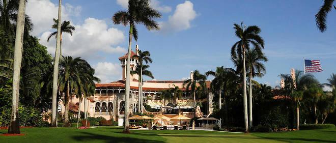Bling-bling.  Donald Trump serend quasi tous les week-ends dans son club privé de Miami Beach.