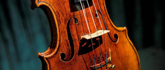 Ces instruments fabriqués par le luthier italienAntonio Stradivari peuvent valoir des millions de dollars.