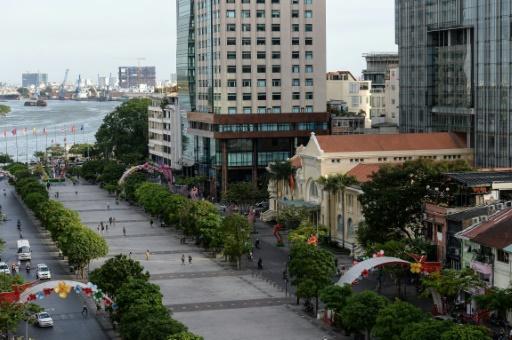 Les bâtisses coloniales sont remplacées par des tours modernes à Ho Chi Minh-Ville, devenues le symbole de la capitale économique du Vietnam, le 21 février 2017 © HOANG DINH NAM AFP
