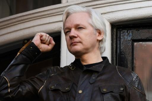 Le fondateur de WikiLeaks Julian Assange, réfugié à l'ambassade d'Equateur, le 19 mai 2017 à Londres © Justin TALLIS AFP