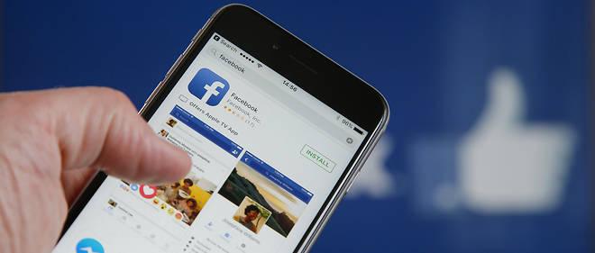 Facebook embauche 4 500 modérateurs et prévoit d'en recruter 3 000 de plus.